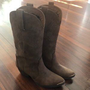 Shoes - Cowgirl boots, brown, size 8.